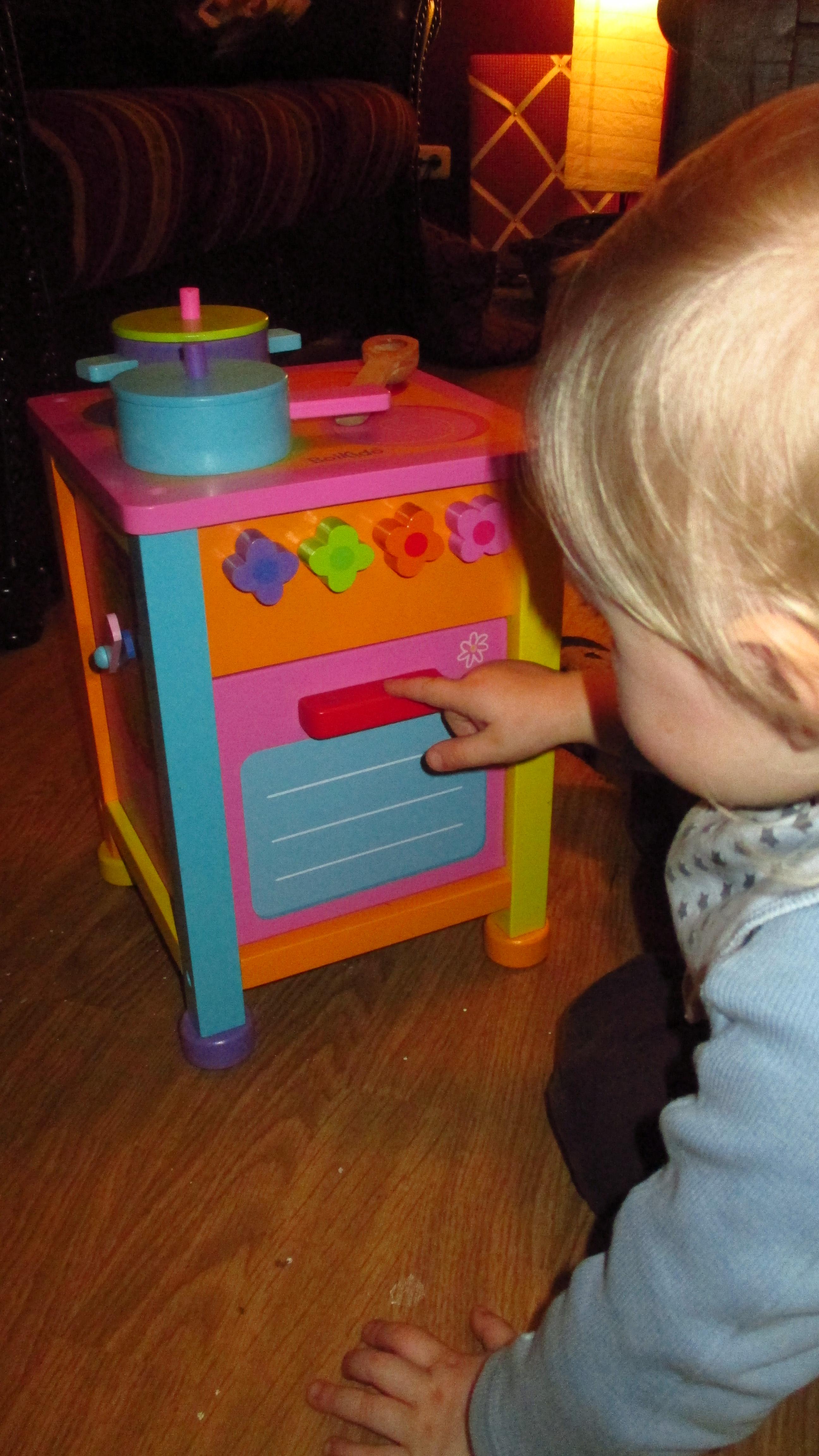 Da Wir Sowieso Vor Hatten Eine Spielküche Für Mulle Zu Besorgen, Haben Wir  Uns Für Die BoiKido Kitchenette Entschieden.