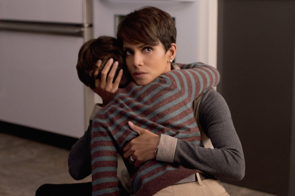 """Extinct"" -- EXTANT: CBS's new summer series EXTANT is a mystery thriller starring Academy Award-winner Halle Berry as ""Molly Woods,"" a female astronaut trying to reconnect with her family after returning from a year in outer space. Her mystifying experiences in space lead to events that will ultimately change the course of human history. EXTANT premieres Wednesday, July 9 (9:00-10:00 PM, ET/PT) Photo: Dale Robinette/CBS ©2014 CBS Broadcasting, Inc. All Rights Reserved"