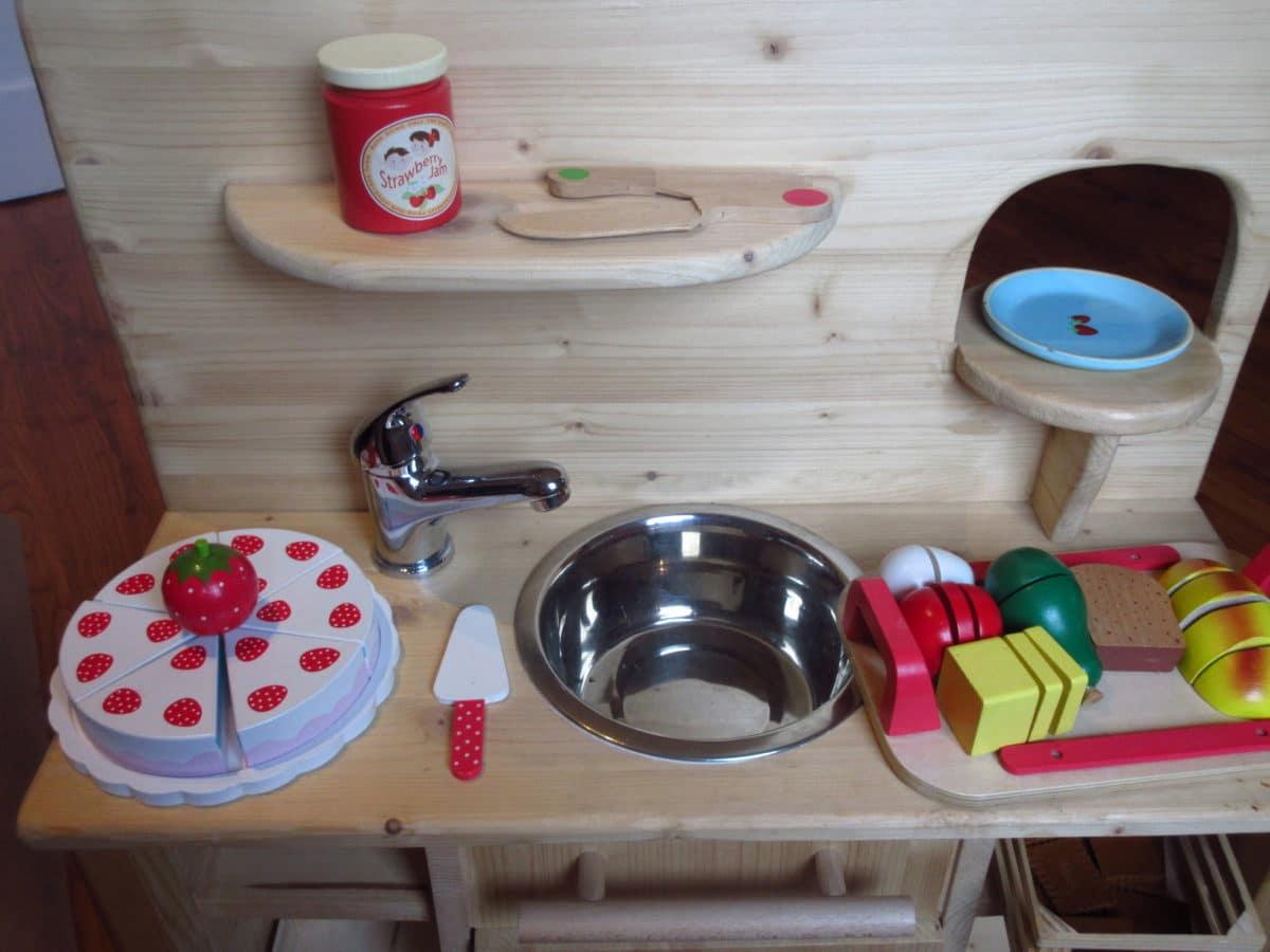 Bereits Vorletztes Jahr Bekam Mia Von Uns Zu Weihnachten Eine Spielküche  Geschenkt. Das Gute, Massive Stück Ist Komplett Selbstgebaut Von Papamulle  Und War ...