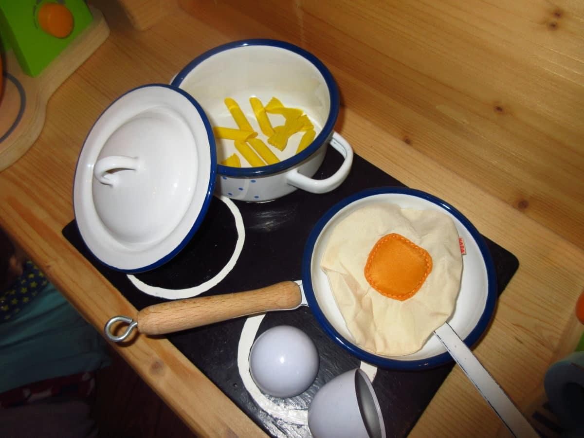 Wo Wir Schon Bei Der Marke Glückskäfer Sind U2013 Dieses Hübsch Anzusehende  Kochset Ist Auch Davon. ♥ Hach Dieses Weiß Blaue Emaile Metall Liebe Ich Ja  Total ...